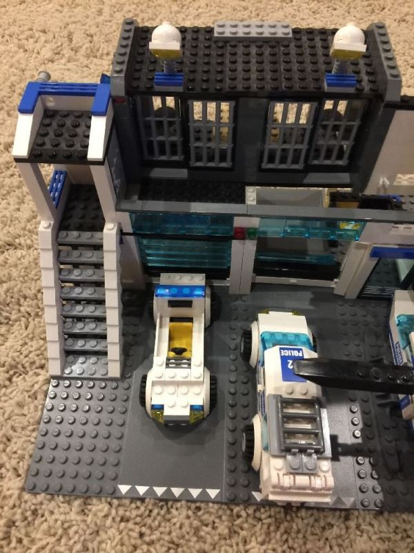 LEGO Police Station 7498 Review