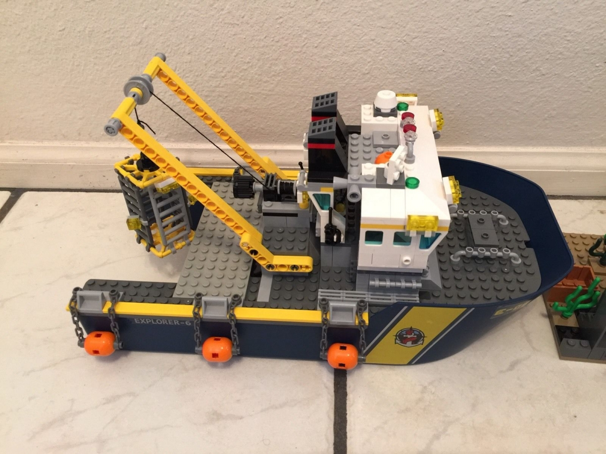 LEGO City Deep Sea Explorers 60095 building