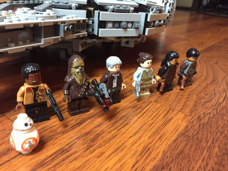 LEGO Star Wars Millennium Falcon figures